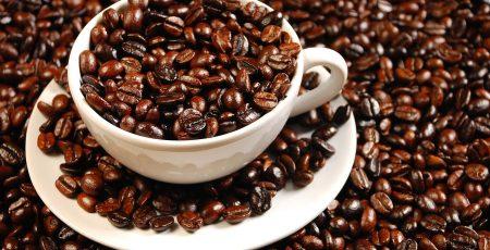 Nên dùng cà phê hạt rang sẵn thay vì cà phê bột.