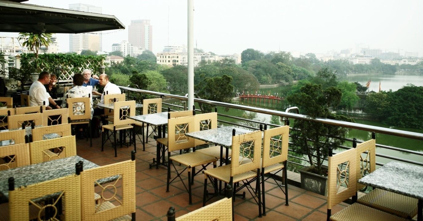 Thị trường muôn vàn các quán café lớn nhỏ, có thương hiệu nổi tiếng hay café cóc ven đường.