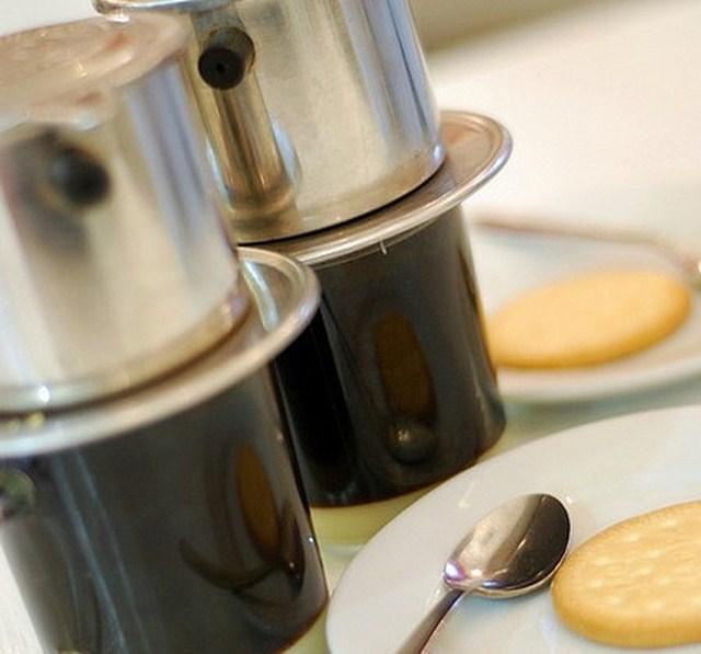 Pha cà phê phin nguyên chất