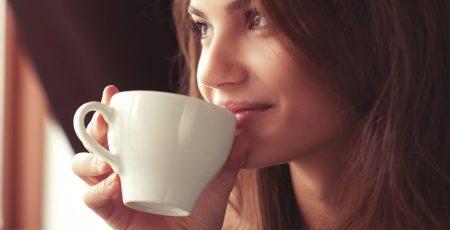 Thưởng thức cà phê moka