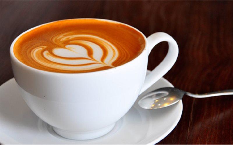 Cappuccino gồm 3 phần đều nhau: Espresso gấp đôi lượng nước, sữa sủi bọt, sữa nóng.