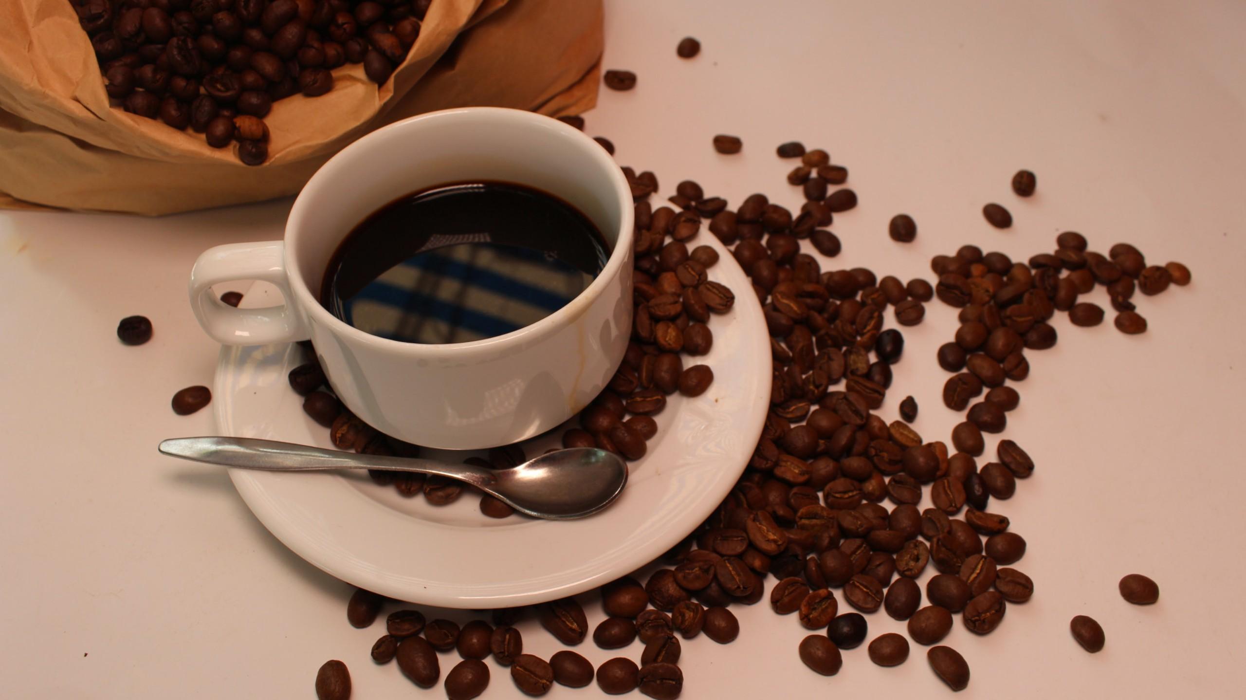 Phân loại hạt cà phê nguyên chất làm tăng chất lượng của ly cà phê nguyên chất