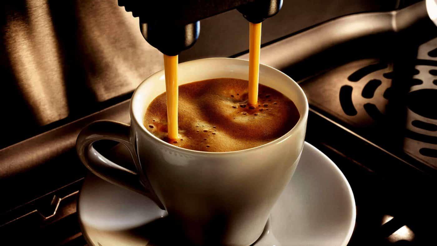 Cà phê nguyên chất quyến rũ nhẹ nhàng.