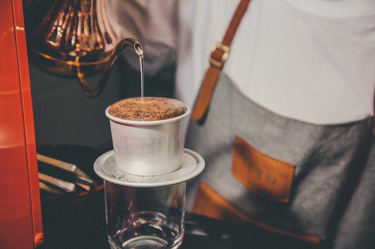 Pha cà phê Phin chuẩn.