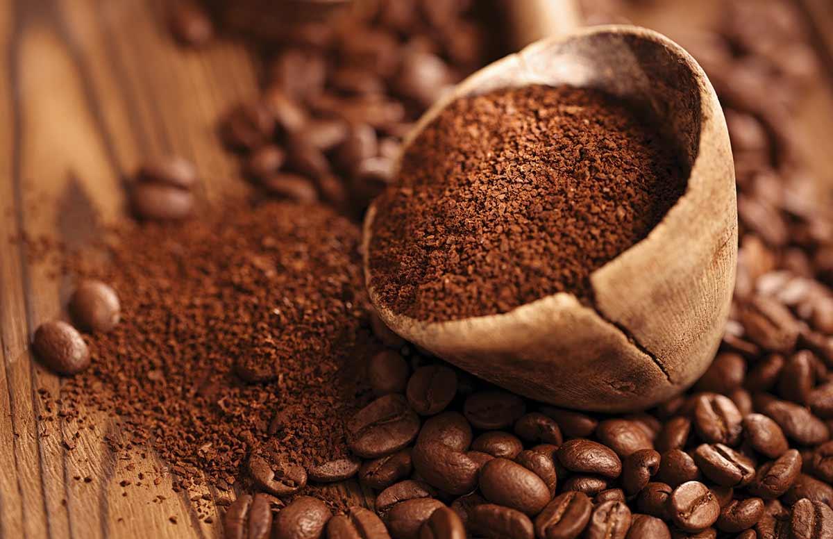 Bột cà phê là nguyên liệu làm đẹp hiệu quả