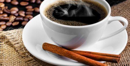 Quế tăng hương thơm và vị ngọt cho cà phê