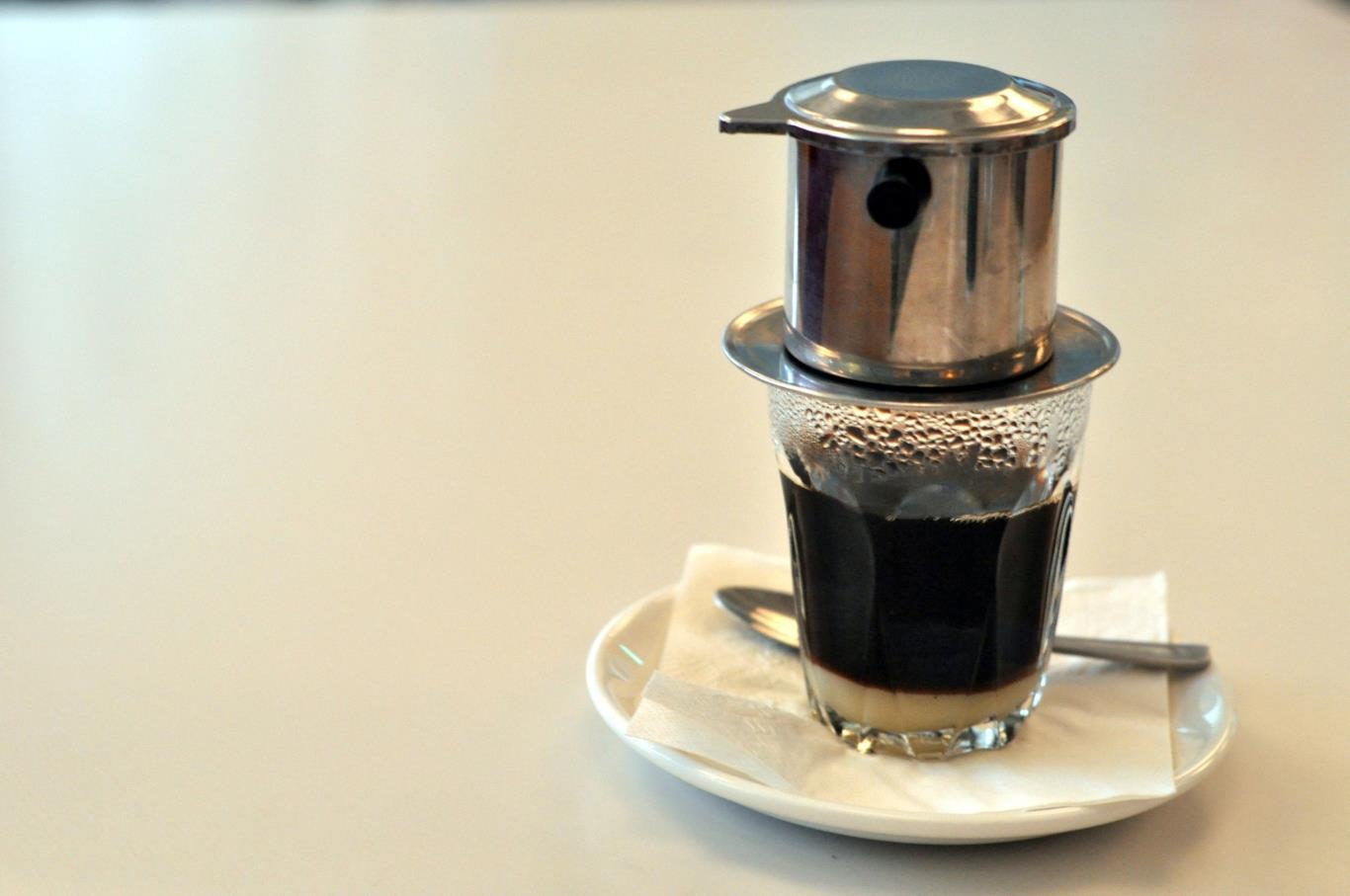 Cà phê pha phin đậm đà hấp dẫn