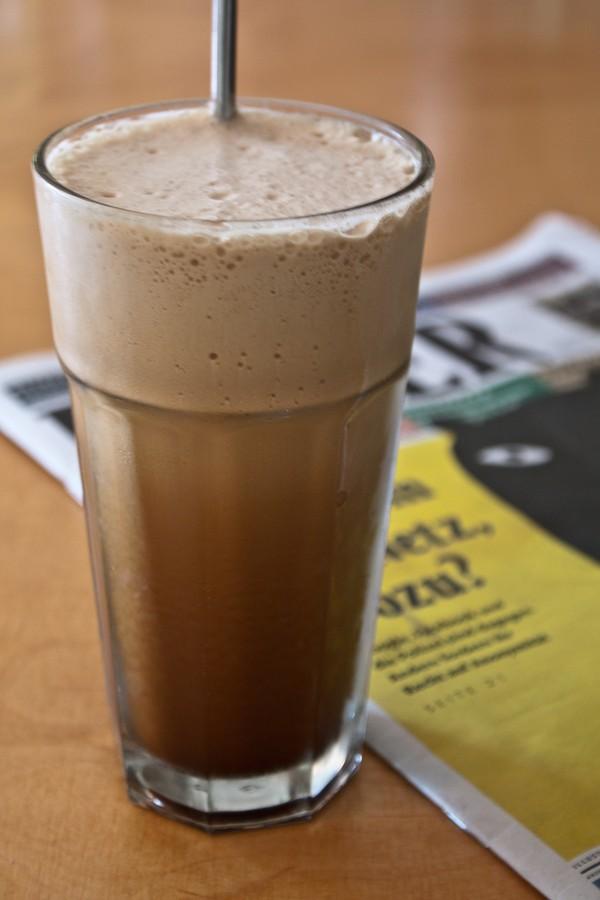 Ly cà phê sữa lắc thơm ngon