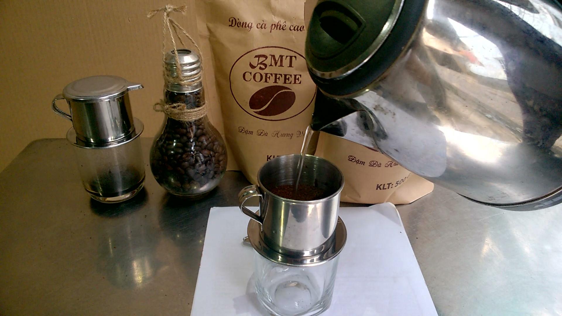 Một ly cà phê đen thơm ngon đậm đà