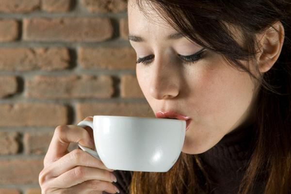 Hạn chế đường khi pha cà phê để bảo vệ sức khỏe