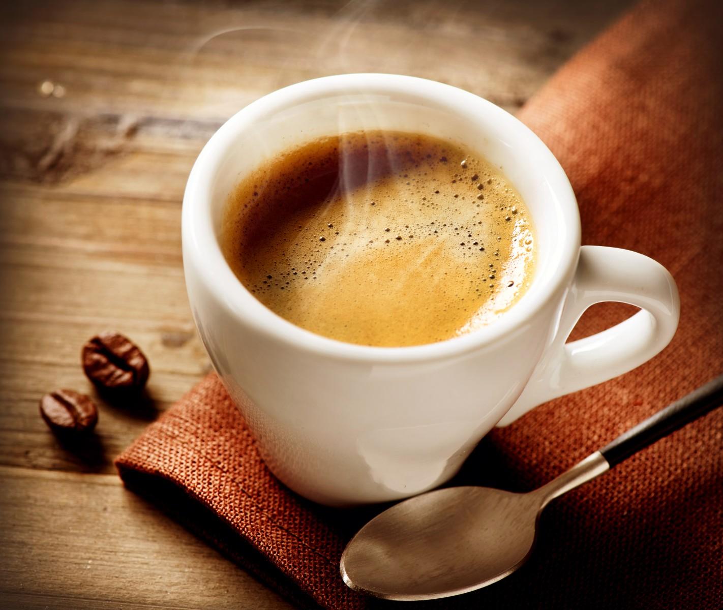 Ly cà phê sữa tươi tỏa hương thơm đậm đà
