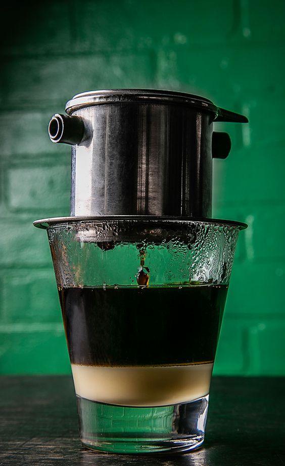 Pha phin là cách thưởng thức cà phê đặc biệt của người Việt
