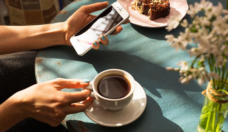 Uống nhiều cà phê có thể gây nhức đầu, căng thẳng