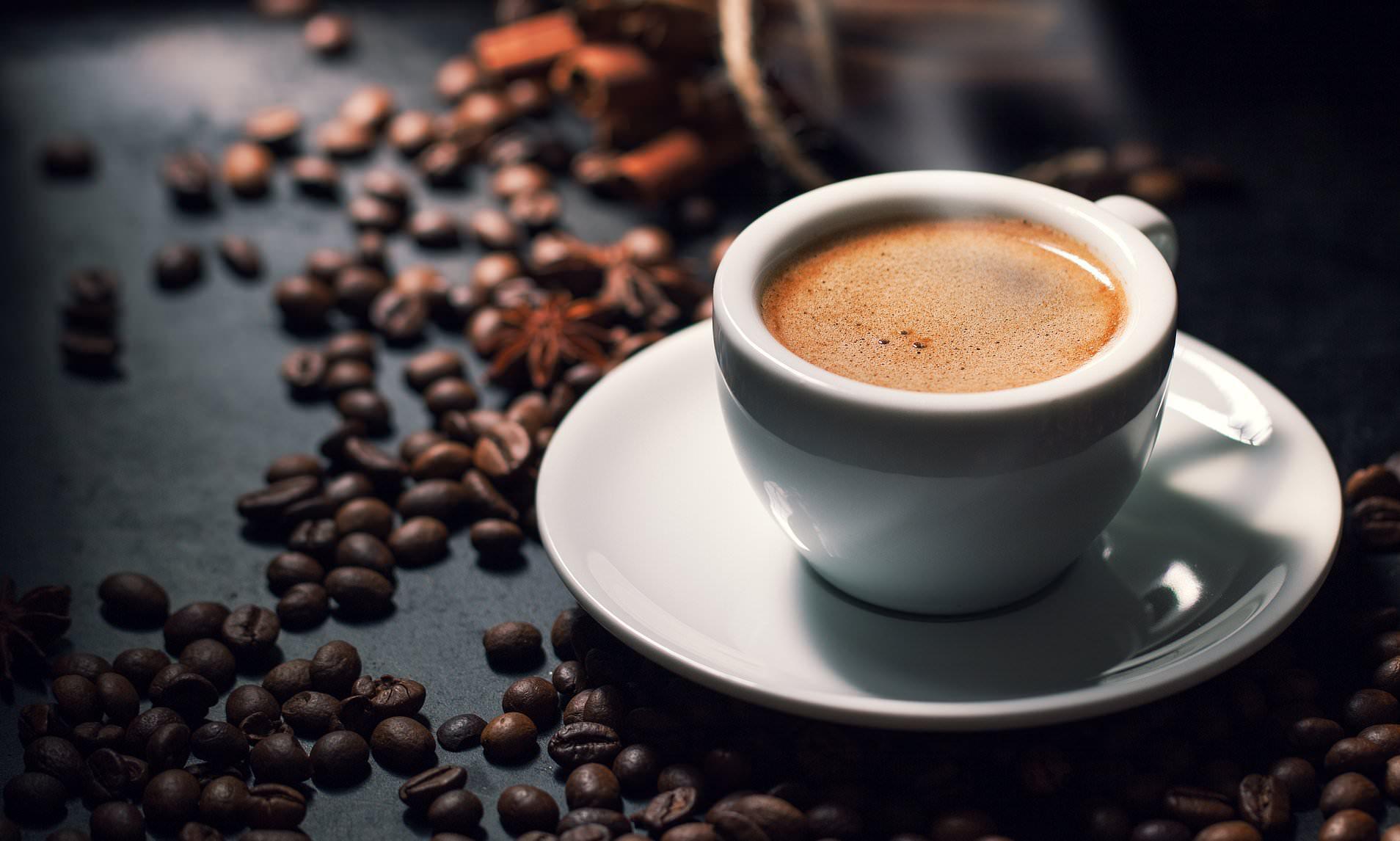 cà phê chồn hiện chủ yếu được rang trong nhiệt độ lửa vừa phải, vừa đảm bảo chín vừa không phá vỡ cấu trúc phức tạp của hạt
